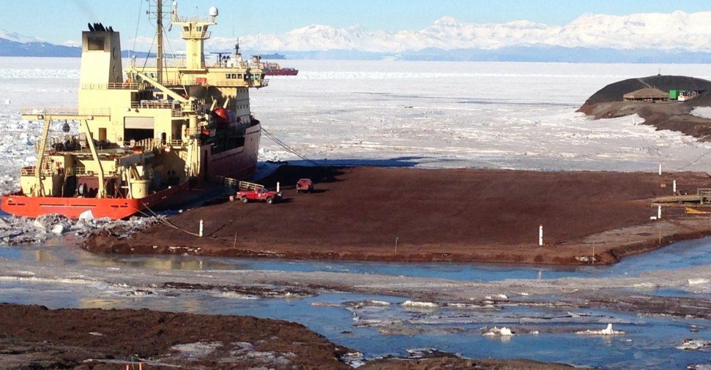 Nathaniel B Palmer RVIB arrives at the McMurdo Station dock.