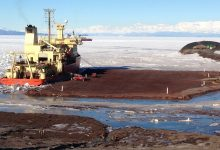 Nathaniel B Palmer RVIB arrives at the McMurdo Station dock.