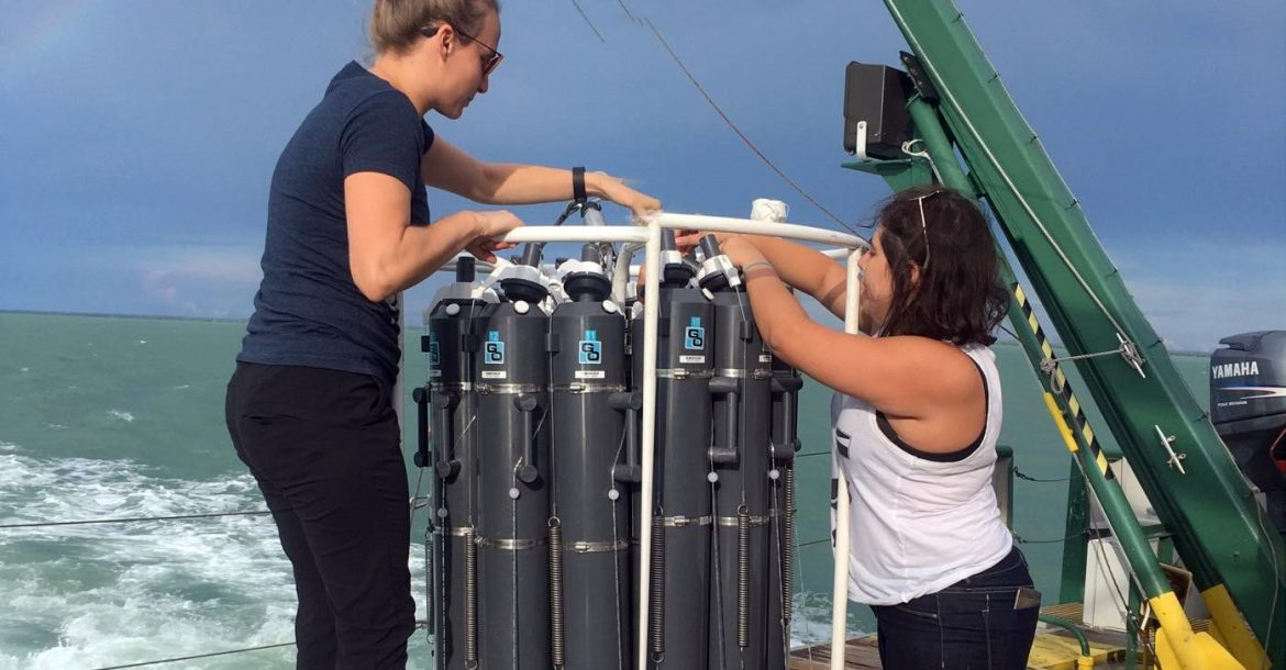 Anni Djurhuus and Natalie Sawaya collecting seawater samples in the Florida Keys National Marine Sanctuary for metabarcoding of environmental DNA to monitor biodiversity