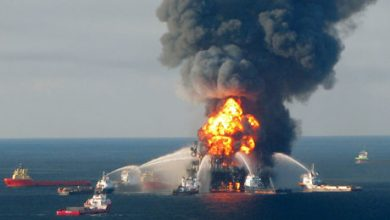 Deepwater Horizon Oil Platform Burns