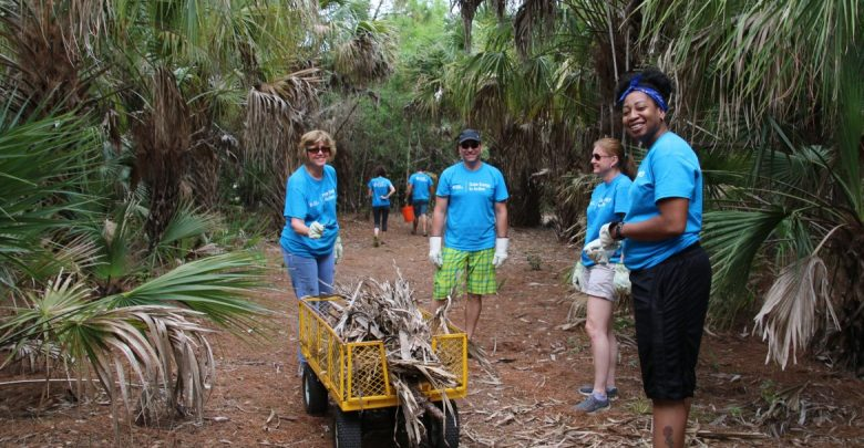 USF Marine Science students and staff joined the Blue Ocean Film Festival conservation message by giving a day for Ocean Stewardship and collectively removing over 600 pounds of trash from St. Petersburg's coastal communities.